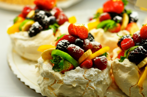 Kimberly Vardeman_Fruit Pavlova_Flickr CC 2.0
